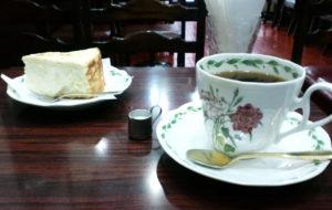 珈和世のチーズケーキとコーヒー