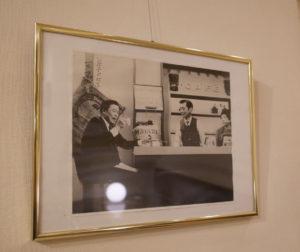 先代の店主がTV出演した時の写真