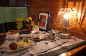 サモワールのテーブル